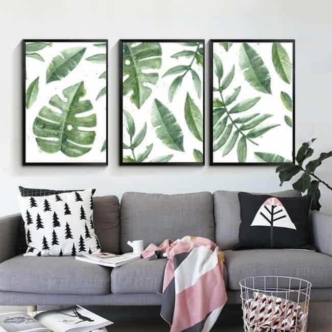 sala decorada com trio de quadros de folhagens