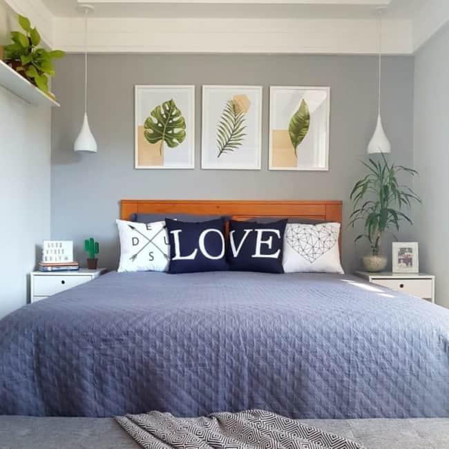 quarto decorado com quadros tumblr de folhagens