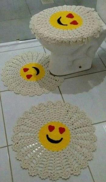 tapete de crochê de emoji para banheiro