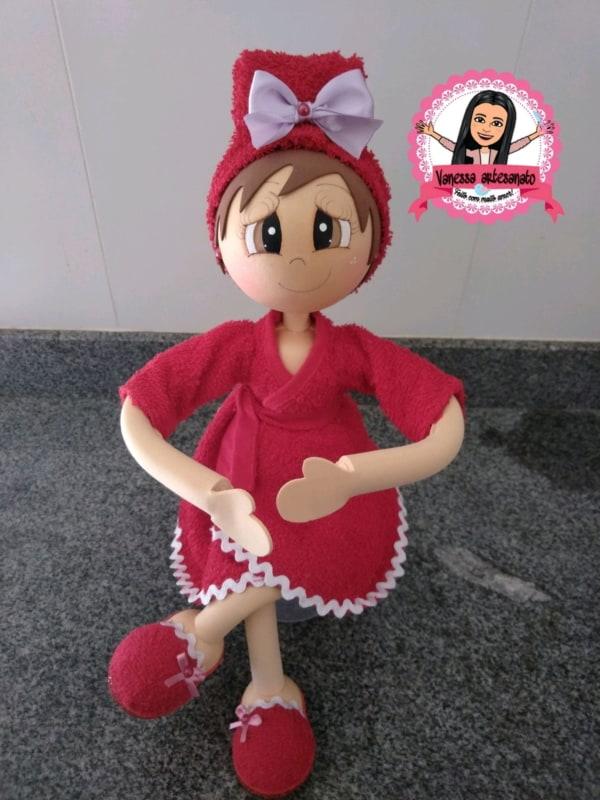 Boneca porta papel higiênico de EVA com roupa vermelha1
