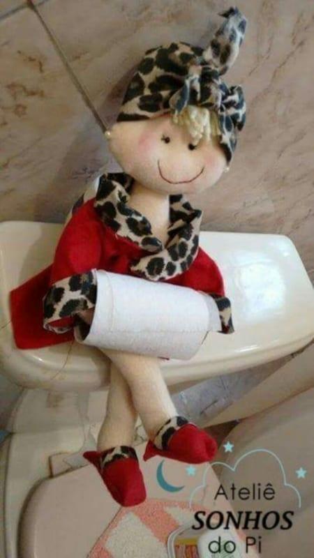 Boneca porta papel higiênico de feltro com roupa de oncinha13