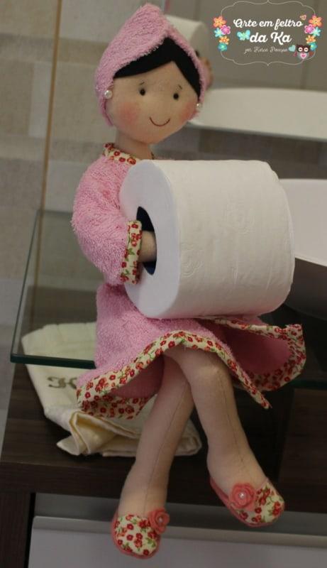 Boneca porta papel higiênico de feltro com roupa rosa11