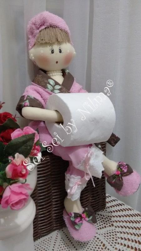 Boneca porta papel higiênico de feltro com roupa rosa14