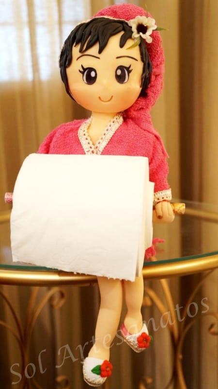 Boneca porta papel higiênico em biscuit com roupão rosa47