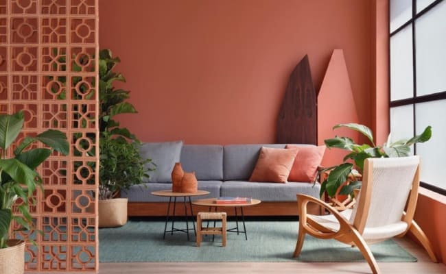 Cor coral nas paredes dando um toque estiloso ao ambiente