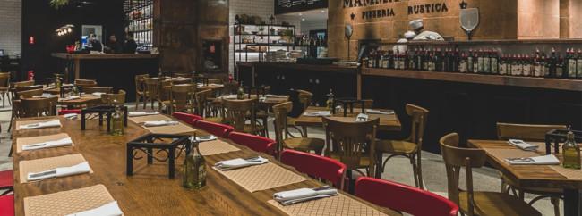 Mesas e cadeiras para restaurante rústico