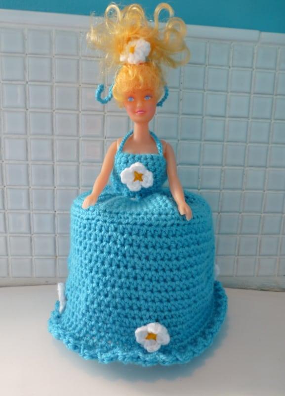 Porta papel higiênico com Barbie em vestido azul25