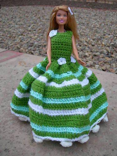 Porta papel higiênico com Barbie em vestido de crochê verde23