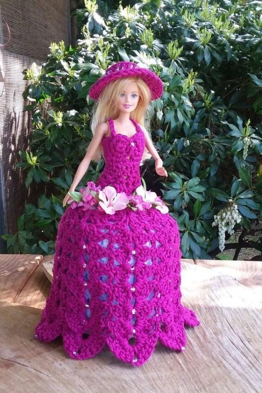 Porta papel higiênico com Barbie em vestido rosa28