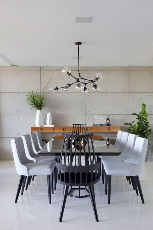 sala de jantar com mesa preta grande