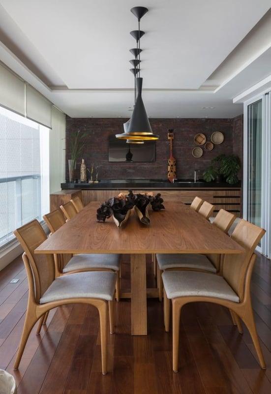 mesa de jantar de madeira com 8 lugares