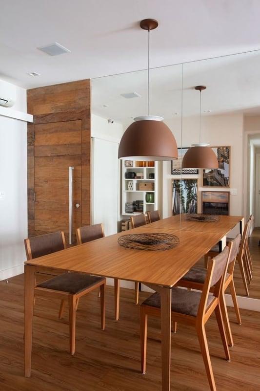 mesa retangular de madeira com 4 lugares