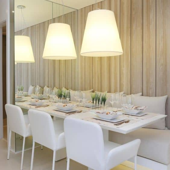 sala de jantar com mesa retangular branca