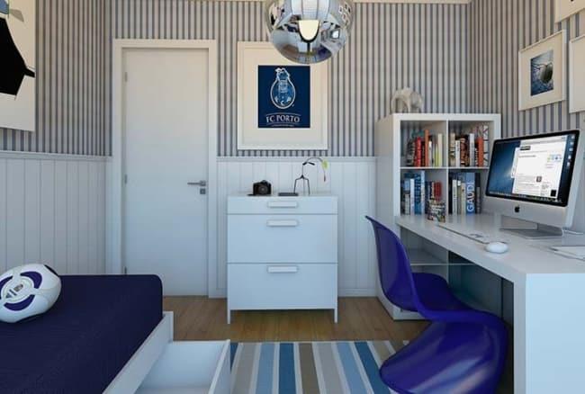 quarto com escrivaninha e cadeira moderna azul