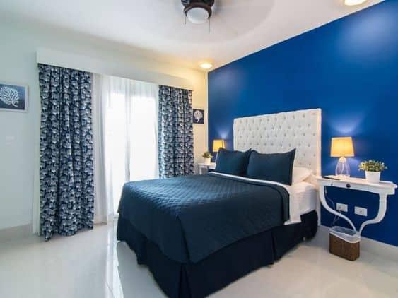 quarto com decoração em tons de azul