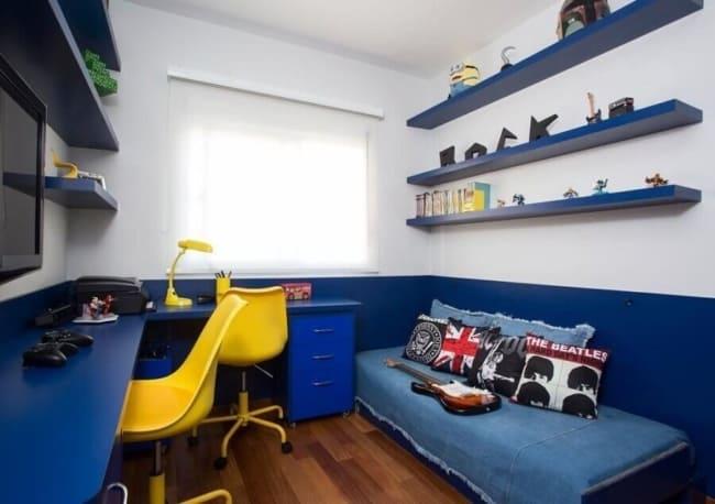 quarto infantil em azul royal e amarelo