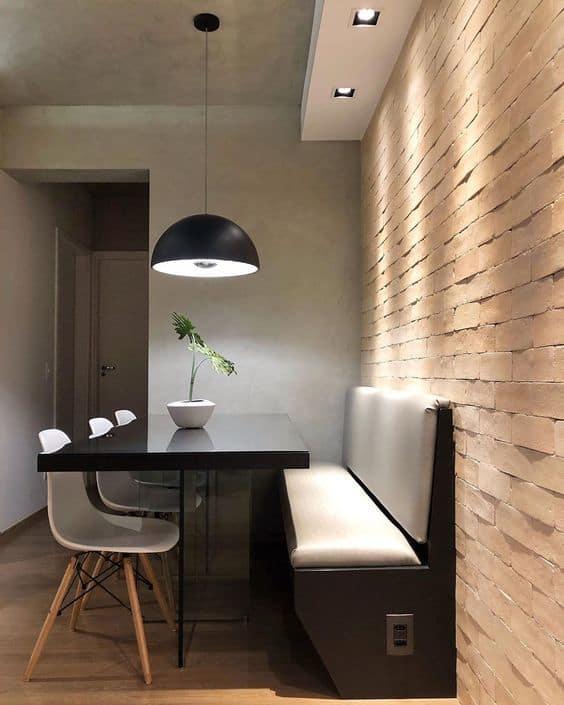 sala de jantar com mesa pequena e moderna