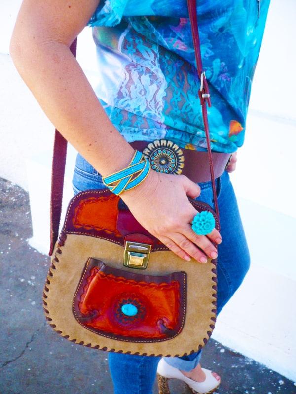 Bolsa de couro colorida artesanal