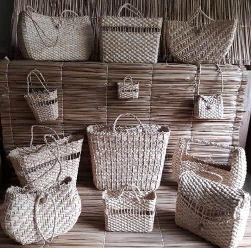 Vários modelos de bolsas de palha de milho
