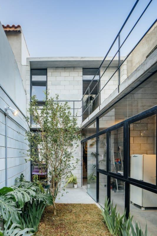 fachada de casa moderna com blocos estruturais