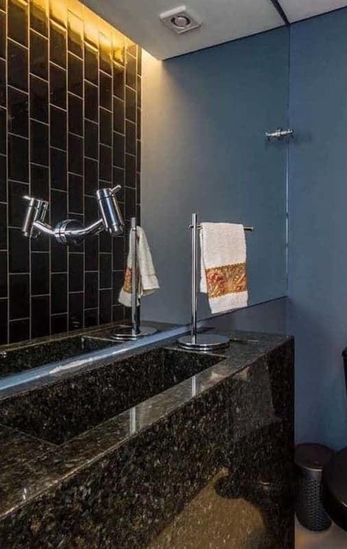 lavabo moderno com bancada de granito verde Ubatuba
