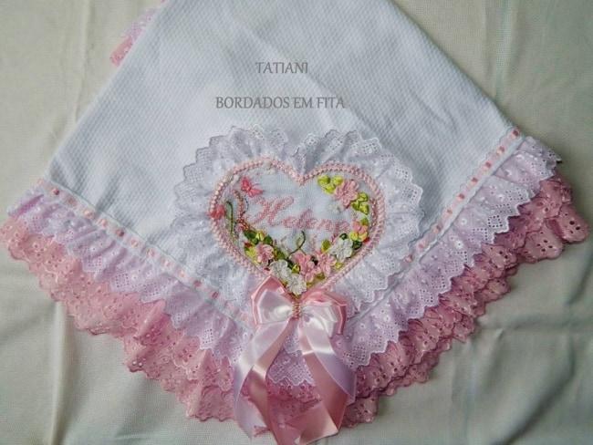 manta de bebê com flores de fita de cetim