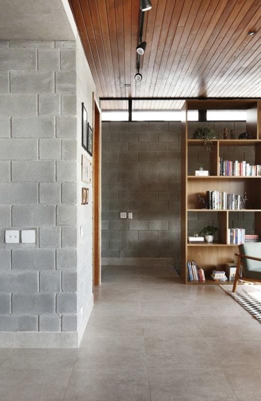 paredes internas de casa com blocos estruturais aparentes