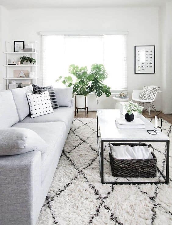 sala com paredes brancas