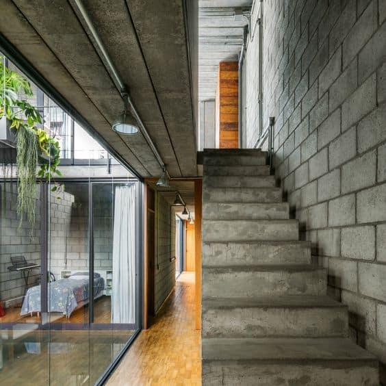 construção interna com blocos de concreto aparentes