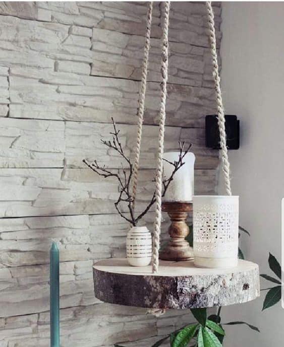 decoração suspensa com bolacha de madeira