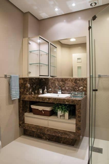 banheiro de luxo com granito marrom imperador