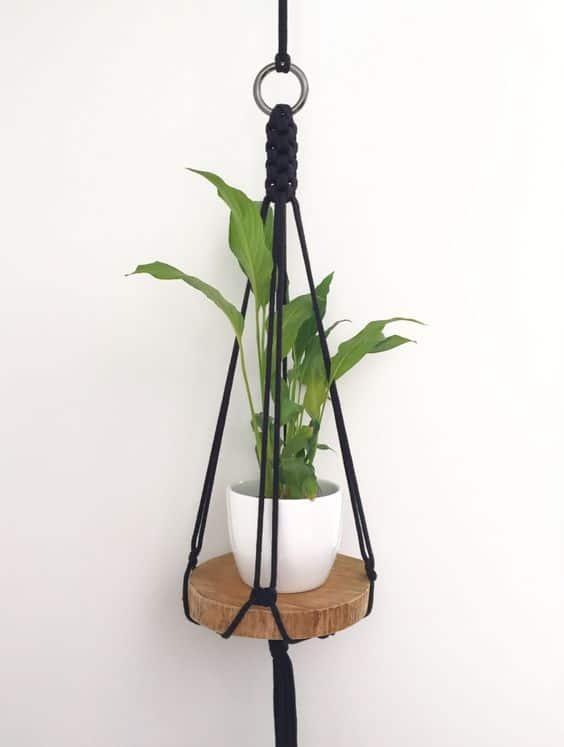 suporte para vaso de planta com bolacha de madeira e macramê
