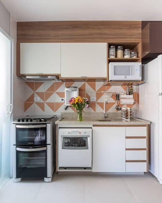 cozinha branca e marrom
