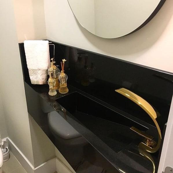 lavabo com cuba esculpida de granito preto absoluto