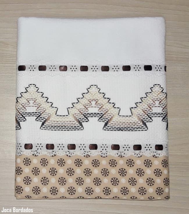 pano de prato decorado com bordado em linha e barrado