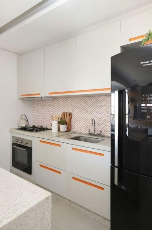 cozinha planejada e pequena com estilo moderno