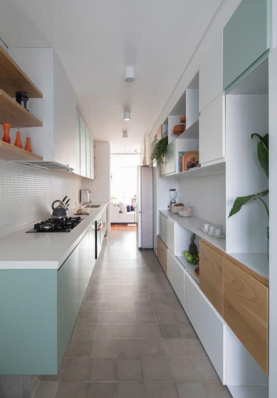cozinha com armários em verde menta