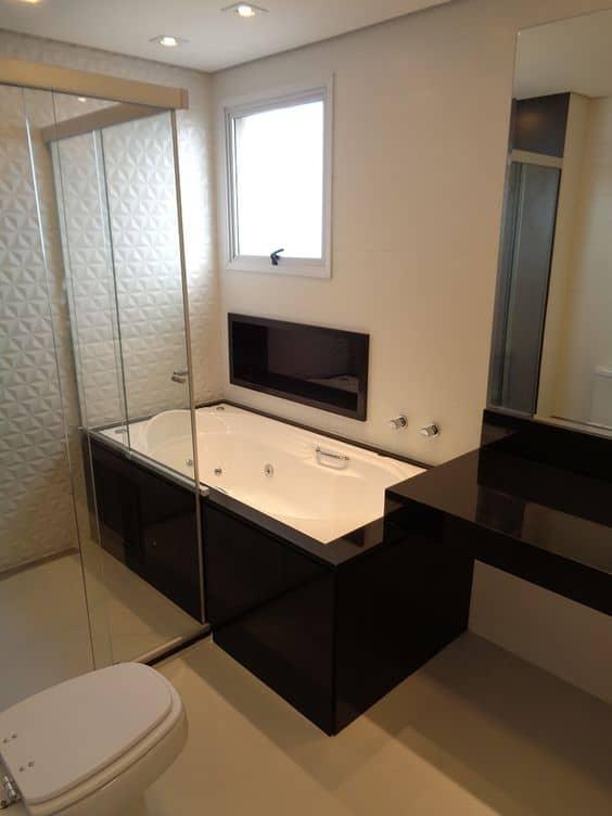 nicho embutido em banheiro de granito preto absoluto