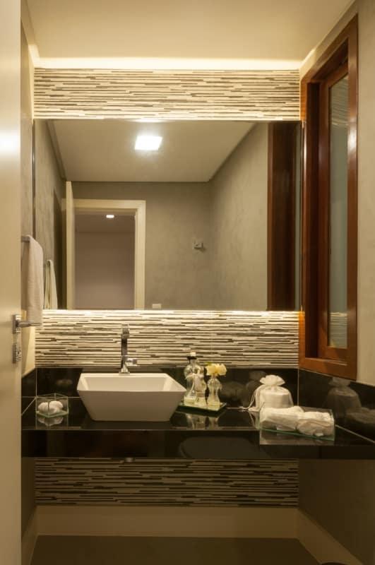 bancada de lavabo em granito preto absoluto com cuba de apoio