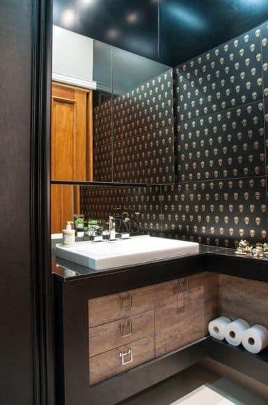 banheiro moderno com bancada de granito preto
