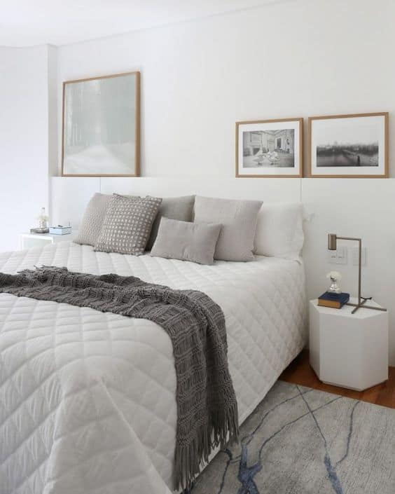 quarto clean e moderno com decoração em branco e cinza