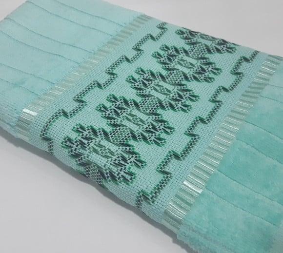 toalha de rosto verde bordada