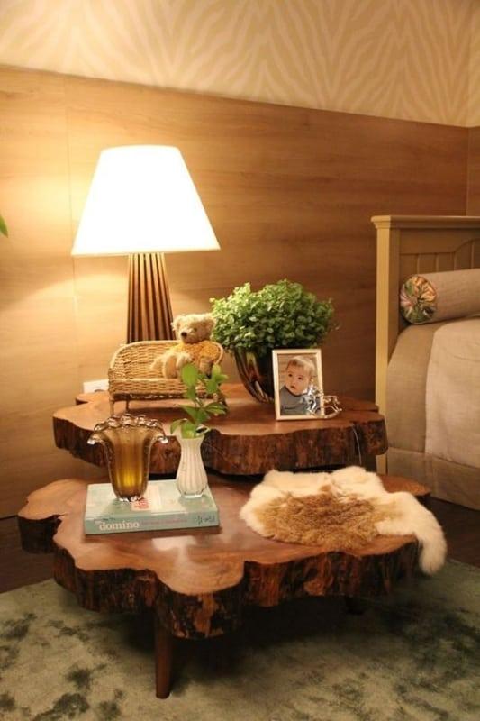 mesa de cabeceira rústica de tronco de madeira