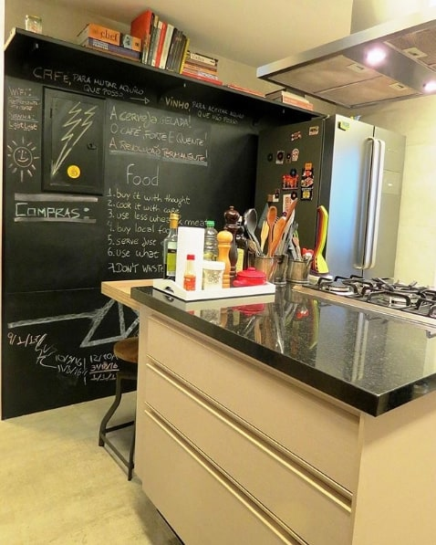 cozinha com ilha em granito polido preto absoluto
