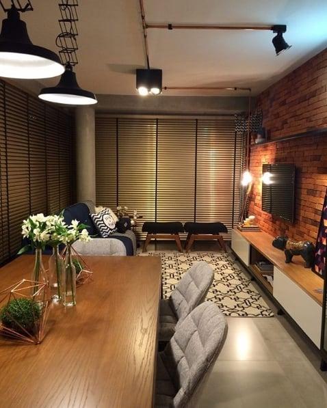 sala moderna com cortina de alumínio com fitas