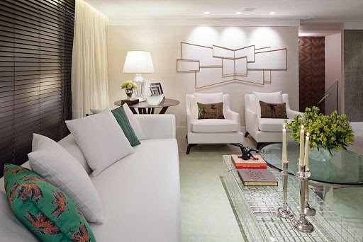 sala com cortina persiana horizontal