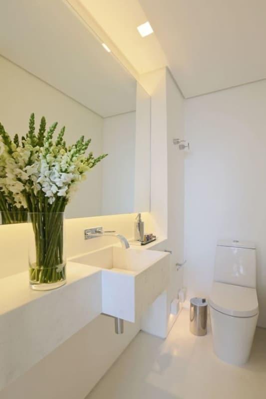 lavabo branco com decoração clean