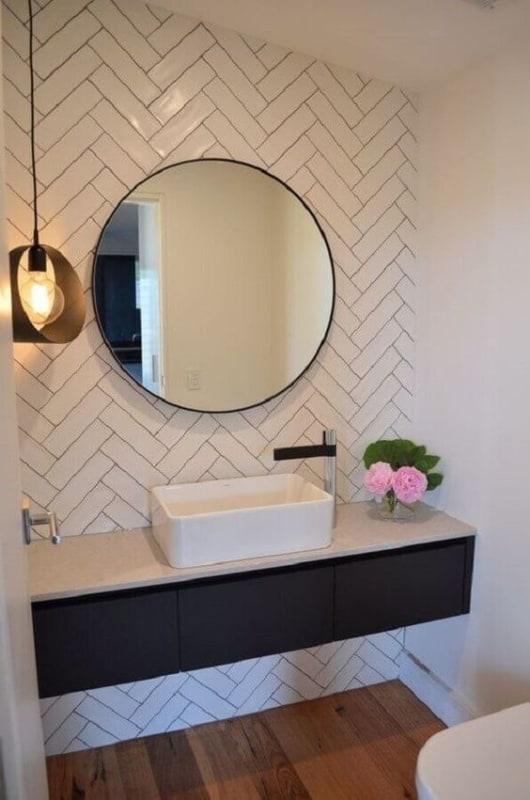 lavabo branco com espelho redondo