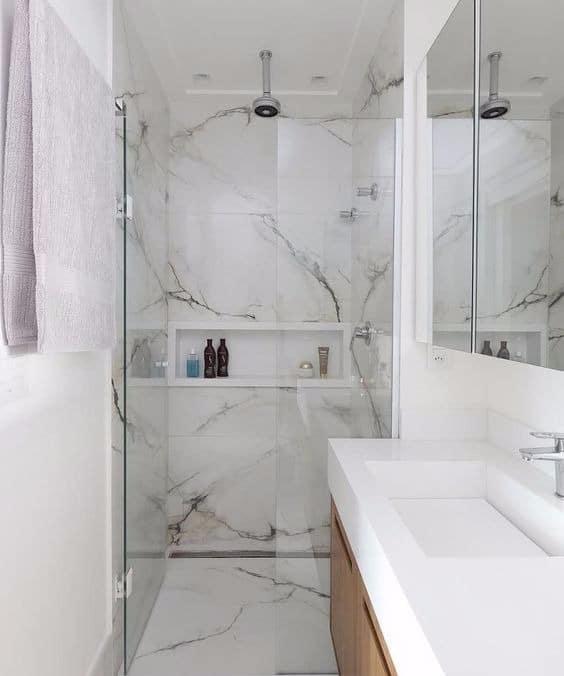 banheiro com mármore branco