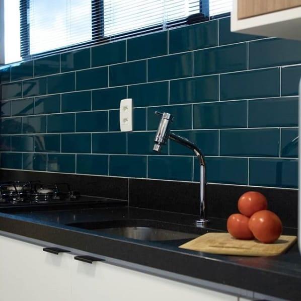 bancada de cozinha com granito escovado preto absoluto